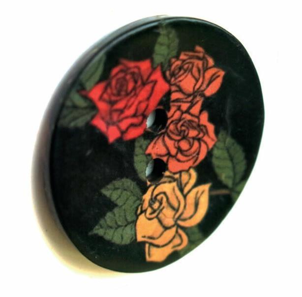 Bouton 2 trous coco fond noir imprimé rose 15mm à 40mm