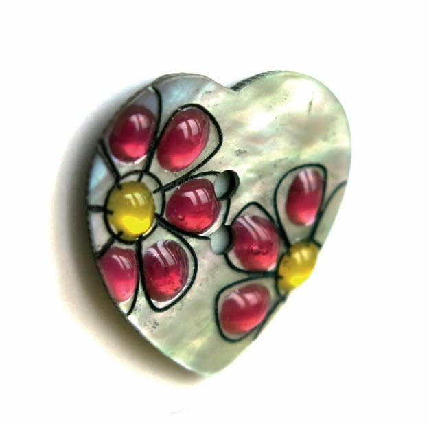 Boutons nacre coeur naturel avec fleur. 12mm à 25mm